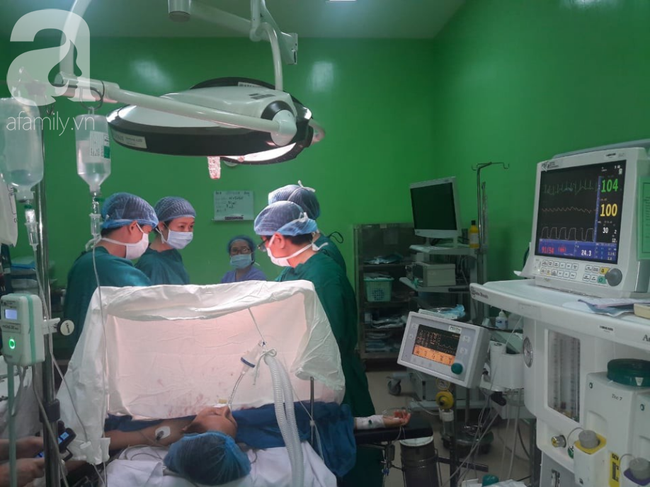 Bụng to nhanh, sụt 2kg/tháng, đi khám bác sĩ sững sờ phát hiện khối u nặng 7kg trong bụng người phụ nữ - Ảnh 1.