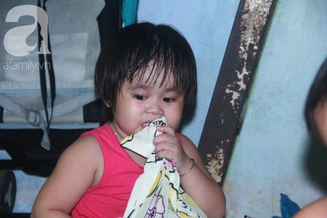 Bất chấp nguy hiểm, mới mổ sinh được 10 ngày, người mẹ đã đi làm thuê để nuôi 5 người con, cháu cùng chồng bệnh tật - Ảnh 6.