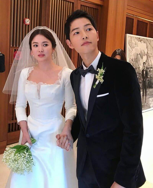 """Song Joong Ki bất ngờ khoe nhẫn cưới sau tin đồn ngoại tình, ngay trong buổi đọc kịch bản với mỹ nhân bị nghi là """"tiểu tam"""" - Ảnh 2."""