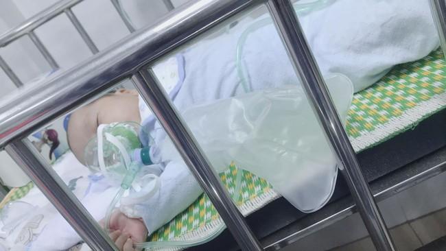 Sau hành trình chiến đấu lại virus RSV gây viêm phổi, mẹ Hà Nội cảnh báo các mẹ khác đừng coi thường nụ hôn thần chết - Ảnh 5.