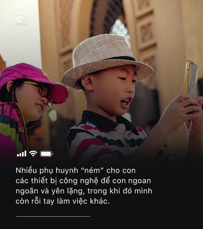 Con quấy khóc hay được bố mẹ cho chơi smartphone: Đừng vì vài phút nhàn rỗi mà hủy hoại một đứa trẻ còn chưa kịp lớn! - Ảnh 3.