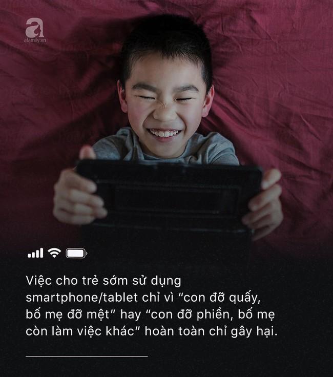 Con quấy khóc hay được bố mẹ cho chơi smartphone: Đừng vì vài phút nhàn rỗi mà hủy hoại một đứa trẻ còn chưa kịp lớn! - Ảnh 4.