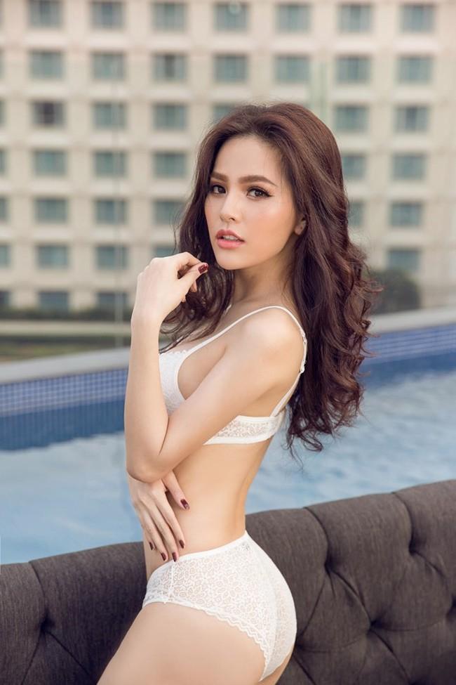 Thánh nữ Mì Gõ Phi Huyền Trang từng suýt lộ ngực trần trong cảnh cưỡng hiếp bị chê phản cảm nhất phim Tết Việt - Ảnh 1.