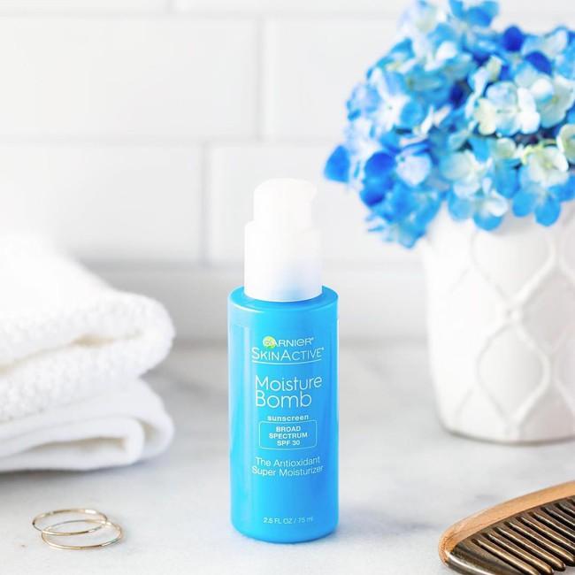 Khoản đầu tư sáng suốt của bạn chính là 1 trong 8 sản phẩm chống nắng kiêm dưỡng ẩm cừ khôi này - Ảnh 4.