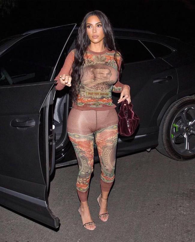 Chán khoe ngực khủng, Kim Kardashian quay lại khoe siêu vòng 3 trứ danh xem dân tình có trầm trồ? - Ảnh 2.
