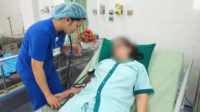 Uống thuốc giảm đau hạ sốt quá liều, nữ du khách nước ngoài ở Đà Nẵng nhập viện vì suy gan cấp nặng - Ảnh 1.
