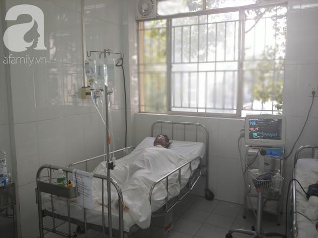 Con trai đang ăn cơm thì bình gas phát nổ làm bỏng nặng, mẹ nghèo bất lực gom góp tiền đóng viện phí cứu con - Ảnh 2.