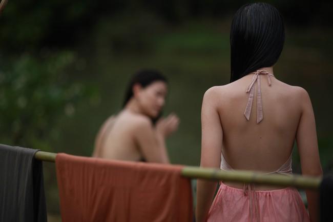 Tranh cãi gay gắt chuyện nữ diễn viên 15 tuổi đóng cảnh có bầu, lộ ngực, ân ái trong phim về phụ nữ Việt xưa - Ảnh 4.