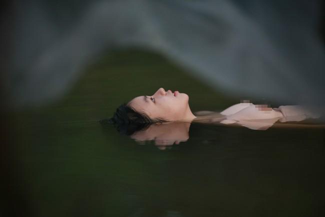 Tranh cãi gay gắt chuyện nữ diễn viên 15 tuổi đóng cảnh có bầu, lộ ngực, ân ái trong phim về phụ nữ Việt xưa - Ảnh 3.