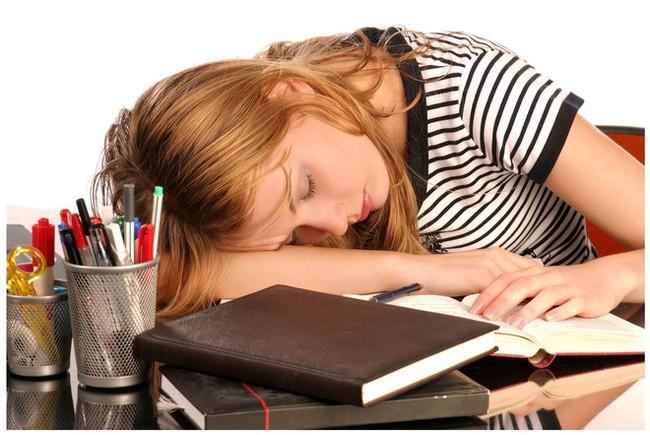 5 mối nguy hiểm sức khỏe khi ngủ trong tư thế này: Rất nhiều người sai mà không biết - Ảnh 2.