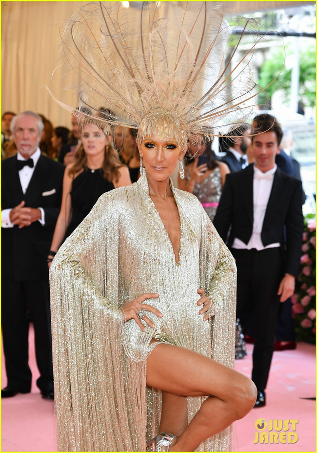 Celine Dion mặc váy đính vàng, tốn 3.000 giờ thực hiện và nặng gần 10kg: Bảo sao đẹp xuất sắc như bà hoàng tại Met Gala - Ảnh 7.