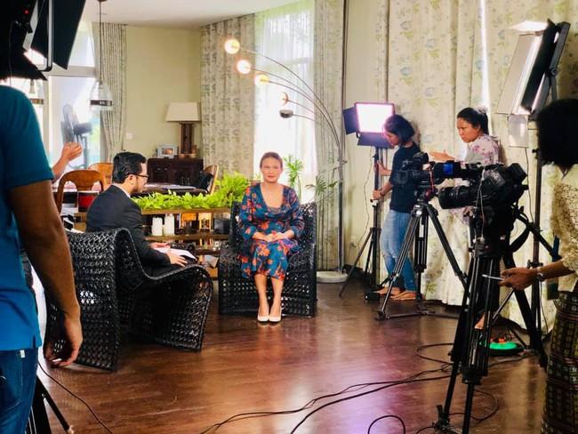 Vợ mới của chồng cũ Hồng Nhung lộ vòng bụng khác thường, tiết lộ điểm không ai ngờ ở ông xã - Ảnh 2.