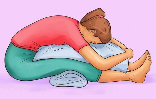 Sau một ngày làm việc mệt nhọc, dành ra 5 phút làm 1 trong các việc này bạn sẽ hết đau lưng rất nhanh - Ảnh 1.