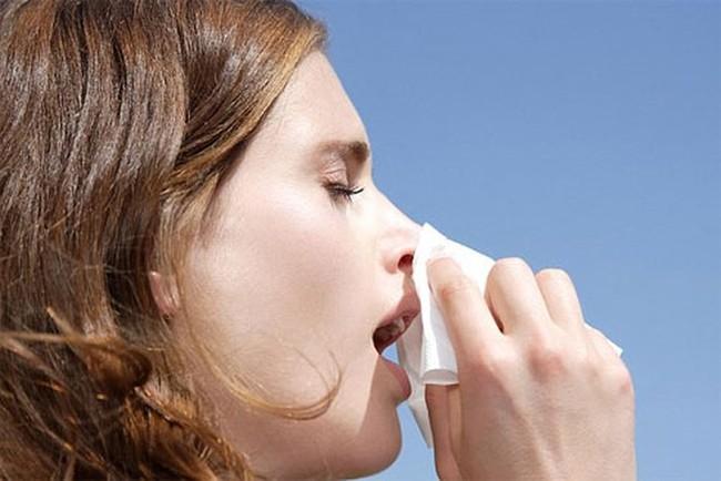 Đừng chủ quan: Có thể chảy máu mũi ồ ạt, điếc tai chỉ vì... xì mũi quá mạnh - Ảnh 4.