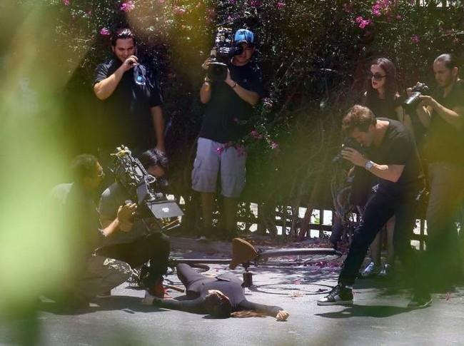 Cô Kim Kardashian bắt chước huyền thoại Audrey Hepburn đạp xe với vòng 3 sai sai và cái kết bất ngờ - Ảnh 7.
