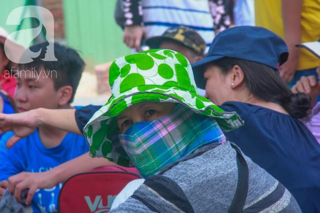 Người lớn ngủ gục, trẻ em nằm vắt vưởng khắp nơi ở Suối Tiên vì nắng nóng trong dịp Tết thiếu nhi 1/6 - Ảnh 5.