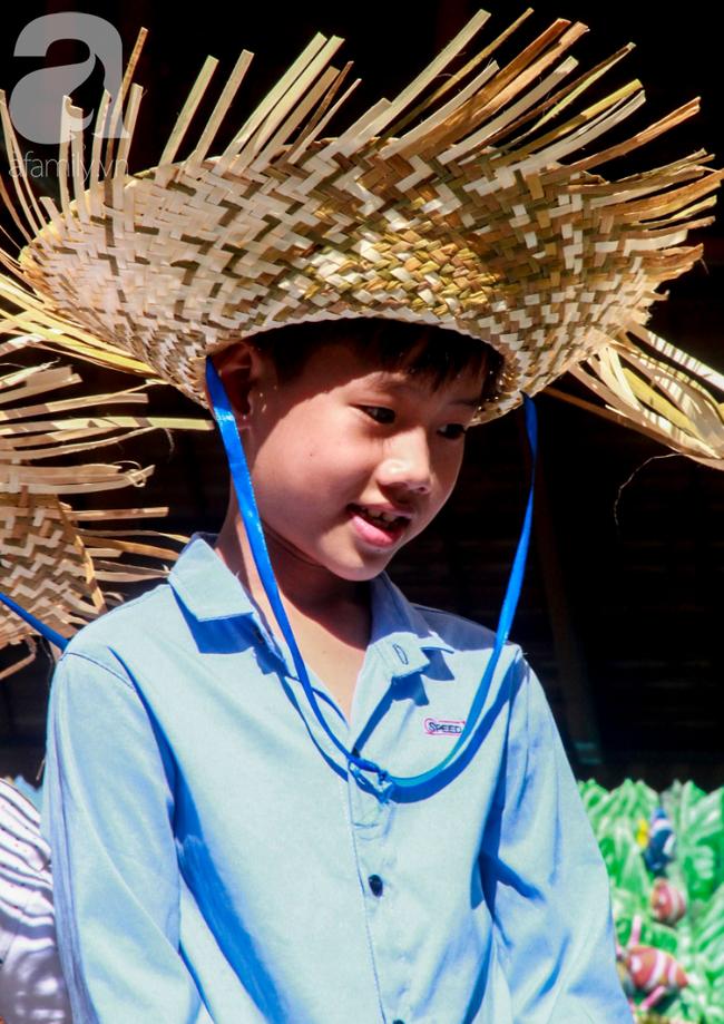 Người lớn ngủ gục, trẻ em nằm vắt vưởng khắp nơi ở Suối Tiên vì nắng nóng trong dịp Tết thiếu nhi 1/6 - Ảnh 7.