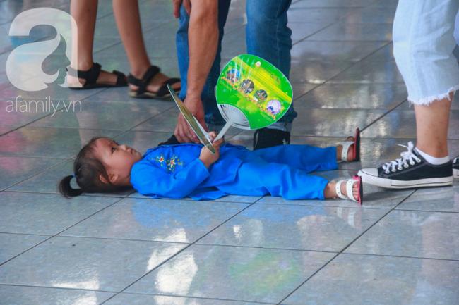 Người lớn ngủ gục, trẻ em nằm vắt vưởng khắp nơi ở Suối Tiên vì nắng nóng trong dịp Tết thiếu nhi 1/6 - Ảnh 14.