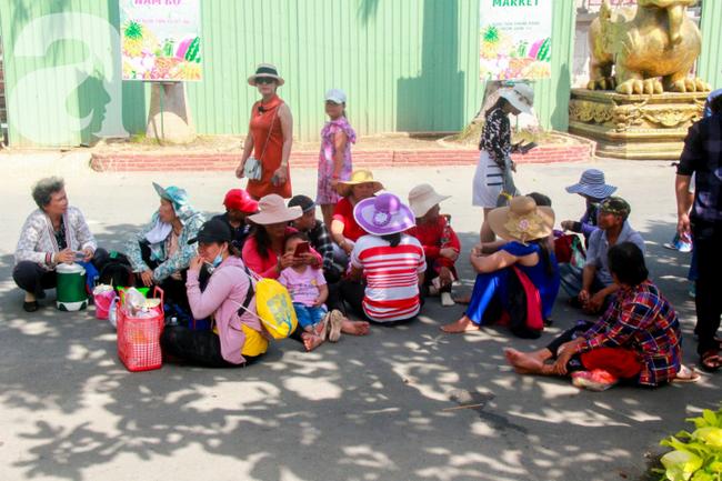 Người lớn ngủ gục, trẻ em nằm vắt vưởng khắp nơi ở Suối Tiên vì nắng nóng trong dịp Tết thiếu nhi 1/6 - Ảnh 3.
