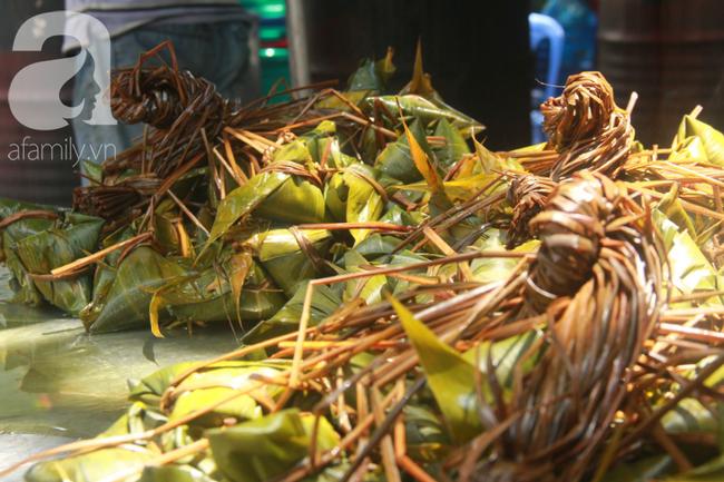 Xóm bánh ú tro lừng danh nửa thế kí ở Sài Gòn, đỏ lửa 5 ngày đêm nấu bánh dịp Tết Đoan Ngọ - Ảnh 16.