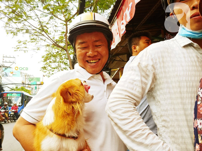 Người dân xếp hàng rồng rắn mua heo, vịt quay ăn Tết Đoan Ngọ, đường TP.HCM kẹt xe kinh hoàng - Ảnh 5.