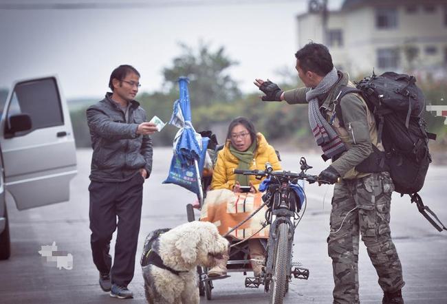 Xe lăn, xe đạp và 1 chú chó: Hành trình trái tim của cặp đôi gây sốt MXH vì những lý do đặc biệt của 2 con người phi thường  - Ảnh 3.