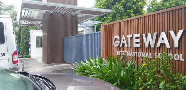 Đang thực nghiệm điều tra vụ bé trai 6 tuổi trường Gateway tử vong, có tài xế Phiến và bà Quy tham gia