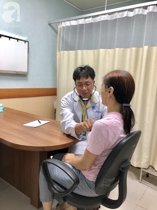 Bác sĩ khám bệnh 2