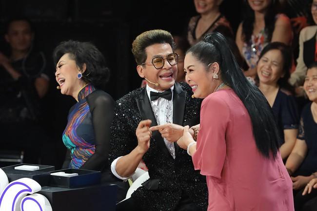 """""""Ký ức vui vẻ"""": MC Lại Văn Sâm gặp sự cố khó nói, khán giả không trách mà ngược lại còn hò hét cổ vũ vì điều này - Ảnh 2."""
