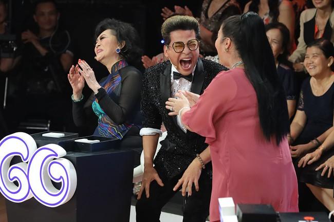"""""""Ký ức vui vẻ"""": MC Lại Văn Sâm gặp sự cố khó nói, khán giả không trách mà ngược lại còn hò hét cổ vũ vì điều này - Ảnh 3."""