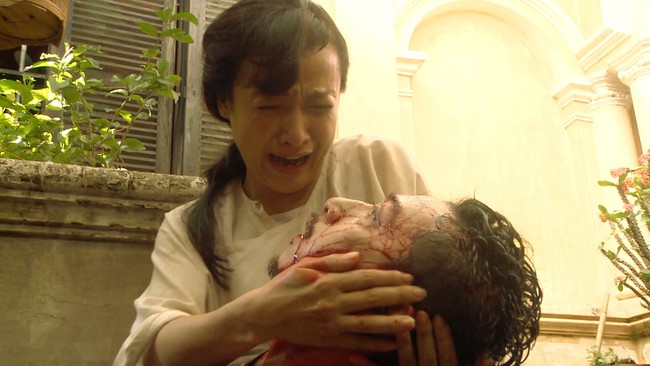 """""""Tiếng sét trong mưa"""" tập 23: Bình - Nhật Kim Anh ôm bụng bầu nhảy sông tự sát, khán giả thương xót đến tột cùng - Ảnh 2."""