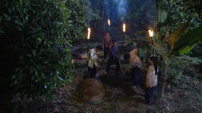 """""""Tiếng sét trong mưa"""" tập 23: Bình - Nhật Kim Anh ôm bụng bầu nhảy sông tự sát, khán giả thương xót đến tột cùng - Ảnh 7."""