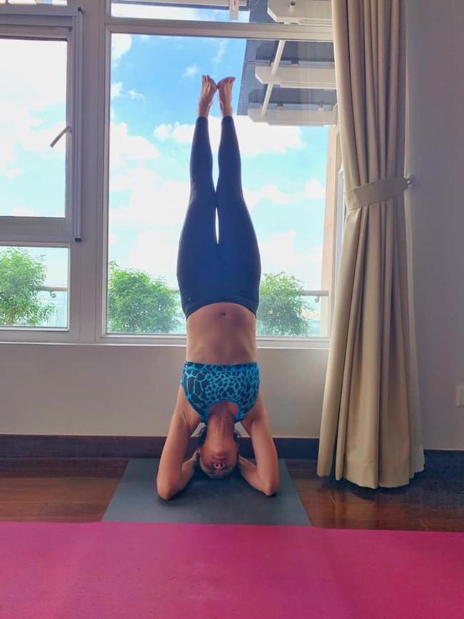 """MC Phương Mai xứng danh """"bà bầu táo bạo nhất"""" khi thực hiện động tác yoga cực khó ở tháng thứ 8 thai kỳ - Ảnh 4."""