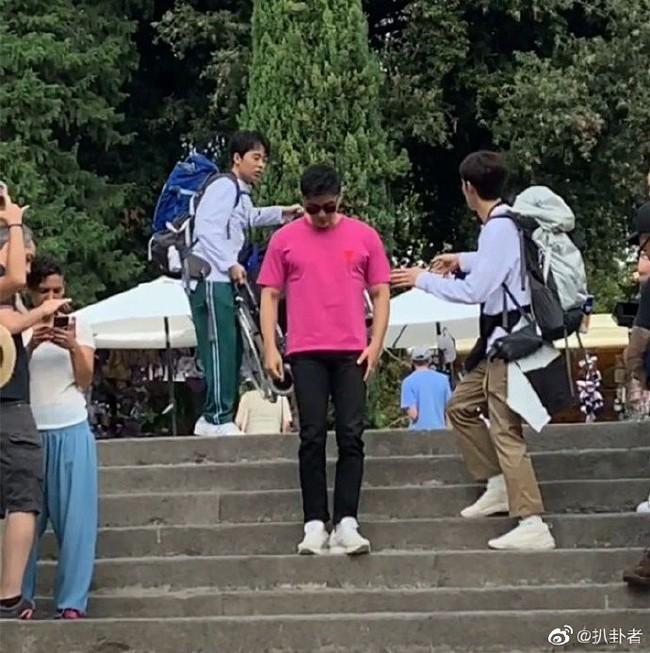 Xót xa với hình ảnh người tình cũ của Phạm Băng Băng - Lý Thần phải ngồi xe lăn, vô cùng tiều tuỵ - Ảnh 3.