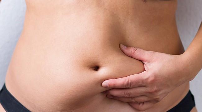 Chỉ thiếu ngủ 4 đêm cũng có thể gây béo bụng và tăng cân, chị em cần lưu ý để giữ gìn sức khỏe và vóc dáng - Ảnh 1.