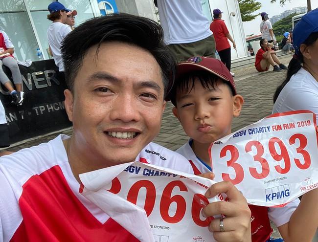 Cuộc chạm mặt công khai đầu tiên của Cường Đô La và Kim Lý khi cả hai cùng làm điều này cho bé Subeo - Ảnh 1.