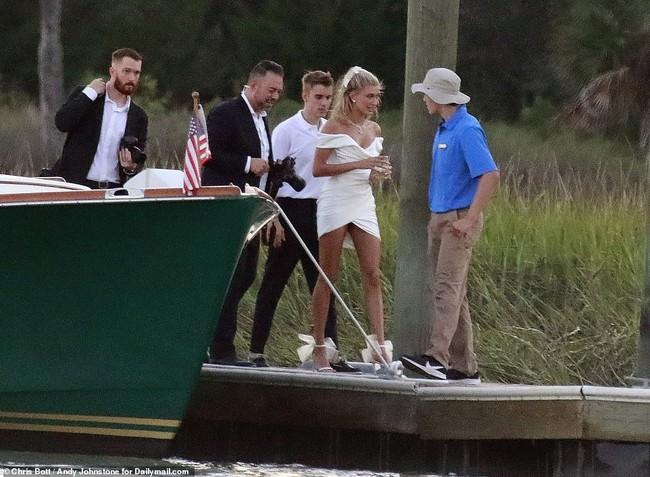 """""""Đám cưới thế kỷ"""" của Justin Bieber và Hailey Baldwin: Chú rể bất ngờ khoe ảnh hiếm của hai vợ chồng ngay trước giờ G - Ảnh 1."""