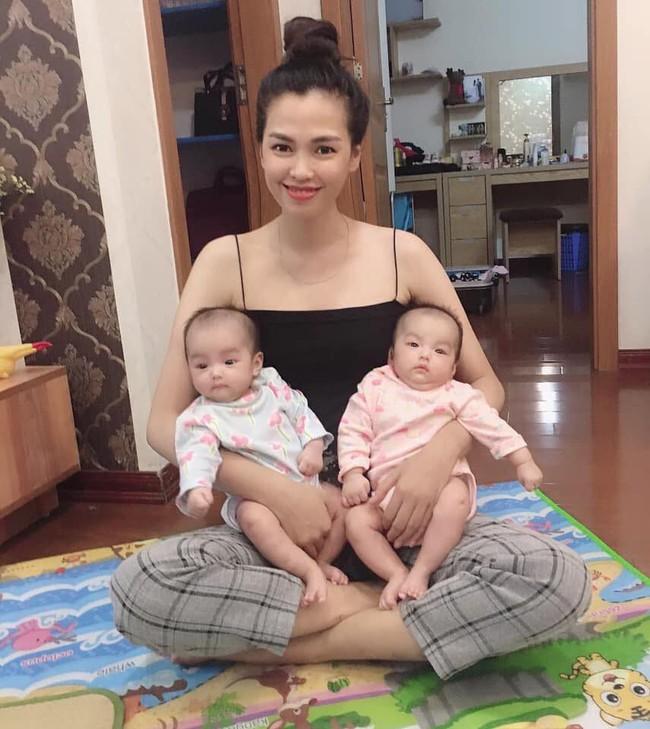 Mẹ mang song thai lên bàn đẻ chỉ tăng 14 kg, sinh con xong dáng nuột nà hơn thời con gái nhờ 2 cách cực đơn giản này  - Ảnh 1.