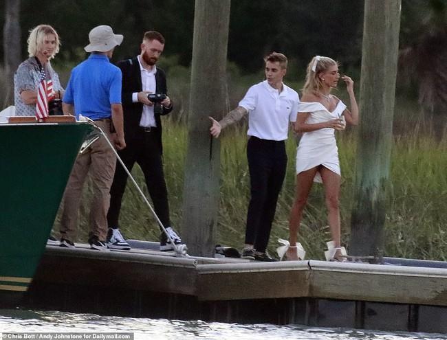 """""""Đám cưới thế kỷ"""" của Justin Bieber và Hailey Baldwin: Chú rể bất ngờ khoe ảnh hiếm của hai vợ chồng ngay trước giờ G - Ảnh 3."""
