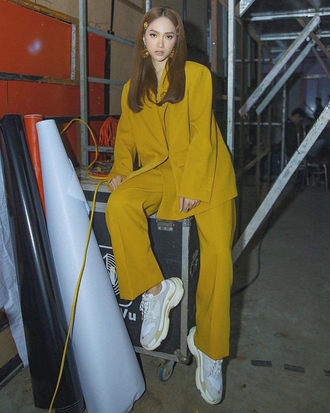 Vbiz có 3 tấm gương mặc áo blazer siêu đẹp siêu chất, đó là Phạm Thanh Hằng, Hương Giang và Yến Trang - Ảnh 8.