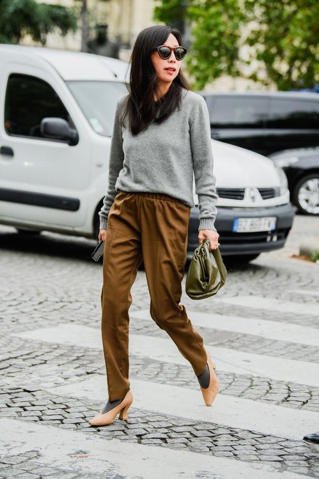 Ngắm street style tại Tuần lễ thời trang Paris, nàng công sở cũng rút ra được vô số tips mix đồ cho mùa mới  - Ảnh 4.