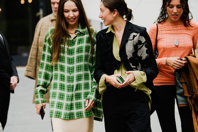 Ngắm street style tại Tuần lễ thời trang Paris, nàng công sở cũng rút ra được vô số tips mix đồ cho mùa mới  - Ảnh 8.