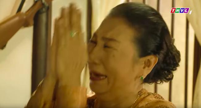 """""""Tiếng sét trong mưa"""": Nhìn bà Hội gào khóc lạy Khải Duy đừng bỏ má, fan đau xót nhưng vẫn hả hê mắng đáng đời  - Ảnh 6."""