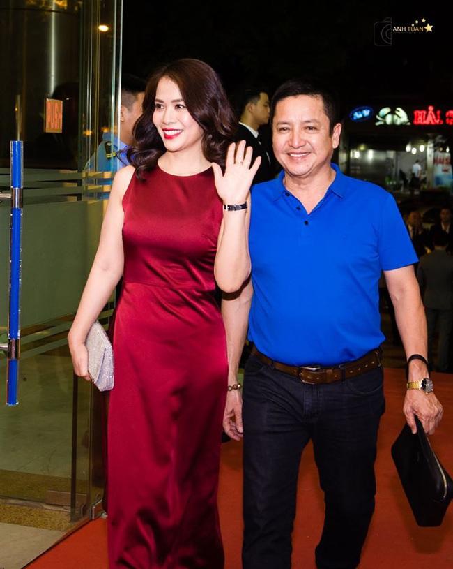 Danh hài Chí Trung đã ly hôn bà xã Ngọc Huyền sau 30 năm chung sống, hiện đang hẹn hò với bạn gái xinh đẹp là doanh nhân  - Ảnh 1.