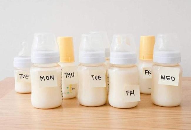 Hiện tượng sữa mẹ bị cháy đông trong ngăn đá liệu có còn an toàn cho bé ăn sau khi rã đông? - Ảnh 3.