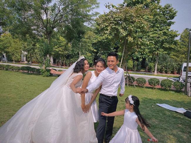 """Những hình ảnh đẹp hơn phim phía sau đám cưới của """"Hoa hồng trên ngực trái"""" - Ảnh 1."""
