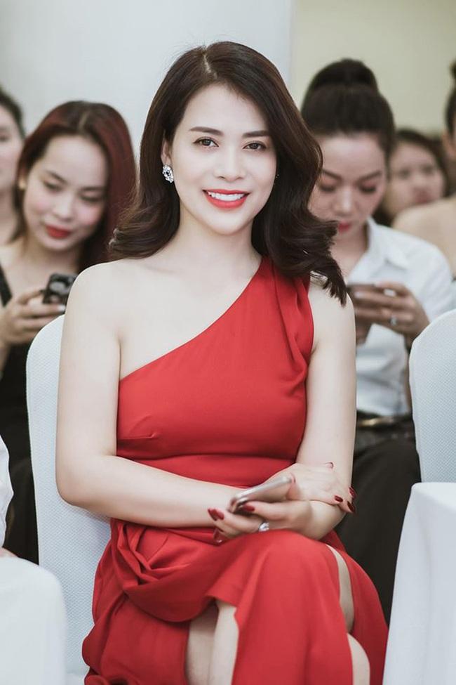 """Chân dung bạn gái mới của NSƯT Chí Trung: Á hậu doanh nhân thành đạt, sở hữu nhiều spa, từng đi qua một lần """"đò"""" - Ảnh 2."""