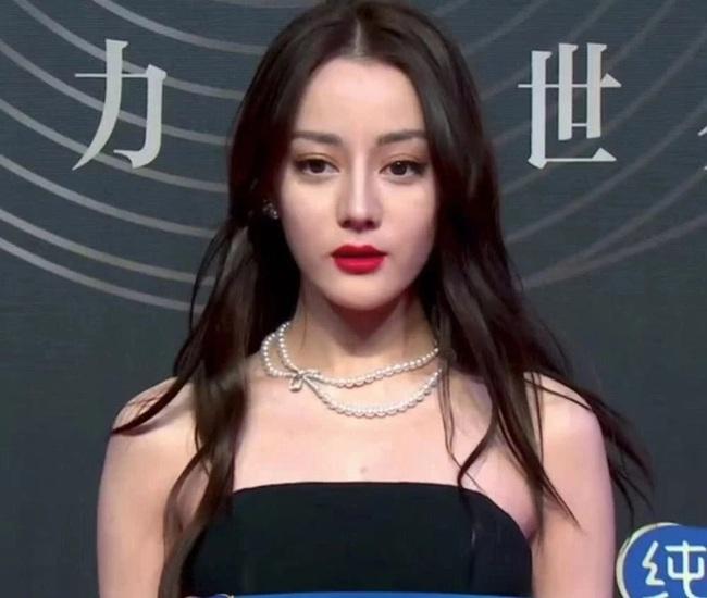 Đêm hội Weibo 2019: Loạt mỹ nhân đình đám bị chê lên chê xuống vì loạt ảnh chưa qua chỉnh sửa - Ảnh 8.