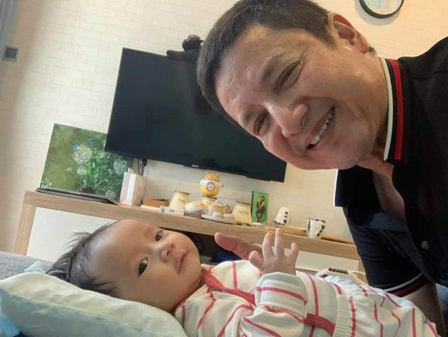 Cận cảnh gương mặt đáng yêu của cô cháu gái, nhân tố giúp giảm nỗi buồn rạn nứt của cặp nghệ sĩ Chí Trung – Ngọc Huyền - Ảnh 3.