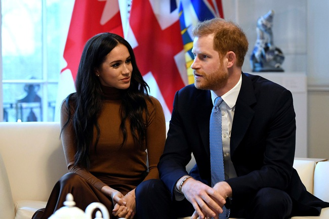 """Trước cuộc họp """"sống còn"""" của nhà Meghan Markle, Nữ hoàng xuất hiện với vẻ mệt mỏi, lộ dấu hiệu bất thường cho thấy bà bị suy sụp như thế nào - Ảnh 3."""